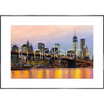 "Gerahmte Kunst ""Brooklyn Bridge at Night"" mit Alurahmen Alpha"